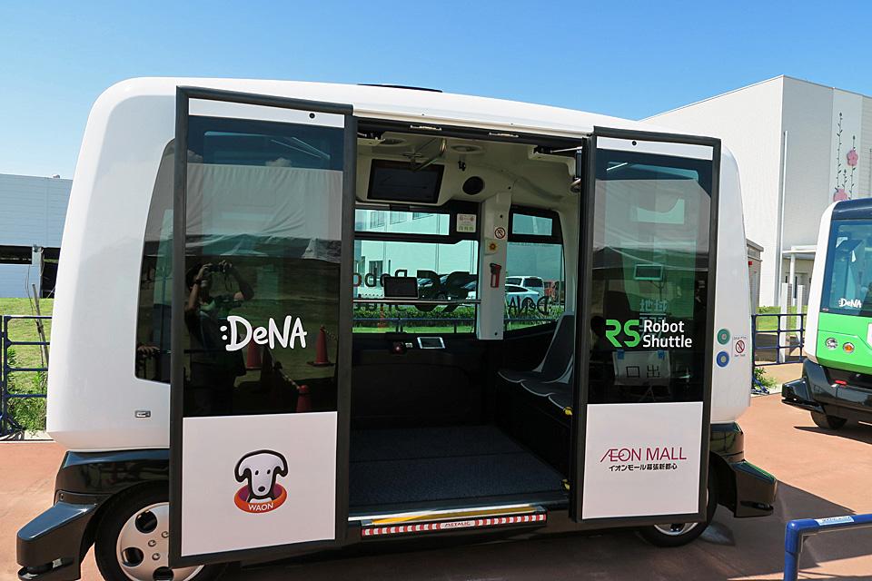 自動運転 バス乗り込み